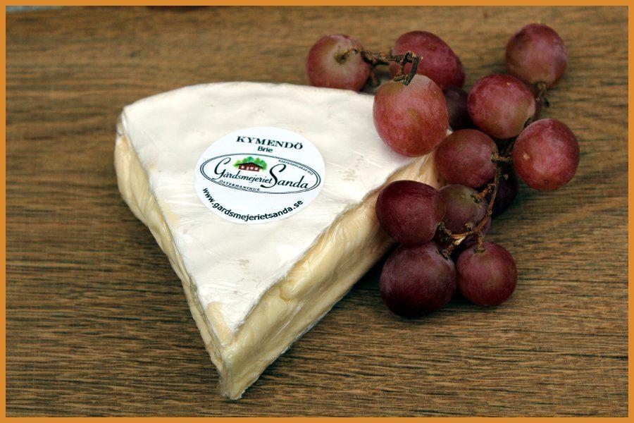 Köp Kymendö Brie från Gårdsmejeriet Sanda. Fri frakt och hemleverans oavsett hur lite du beställer.